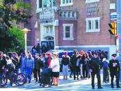多伦多公立高中学生校外拔枪对轰 一人重伤