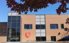 多伦多央街边的百年走读私立女子学校St. Clement's School