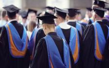 哪些美国大学的毕业生对母校认可度最高?