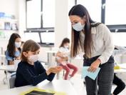 加拿大计划秋季重新开放学校  83%老师感到担心