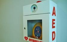 渥太华公立小学8岁学生课间心脏骤停死亡 学校有必要配备心脏除颤器吗?