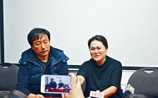 温哥华遇害中国留学生父母带儿骨灰返华 临别捐2000元