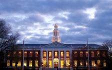 越是美国顶尖大学,越重视本科教育