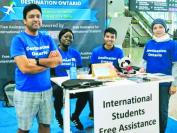 安省25所专科院校贴心服务 机场设摊帮助新留学生