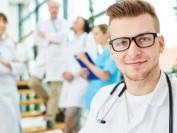 美国大学本医连读还是先读本科再考医学院?