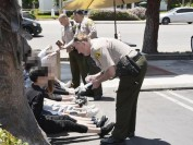 仿真枪也别乱玩 10名中国留学生遭美国洛杉矶警方包围