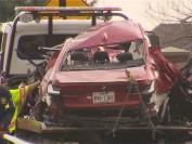 美国德州凌晨3名中国留学生飙车 连撞两树 车断两截 爆炸起火 当场死亡….