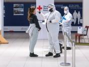 国际旅客飞抵多伦多国际机场  须接受新冠病毒测试