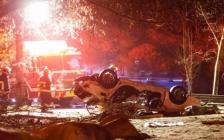 温哥华一辆奔驰发动机炸飞 碎片满地  21岁UBC学生当场死亡