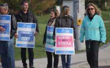 加拿大安省24所College罢工  原来合同制的老师生活在贫困线以下